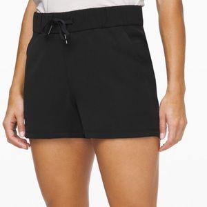 NWOT Lululemon on the fly shorts
